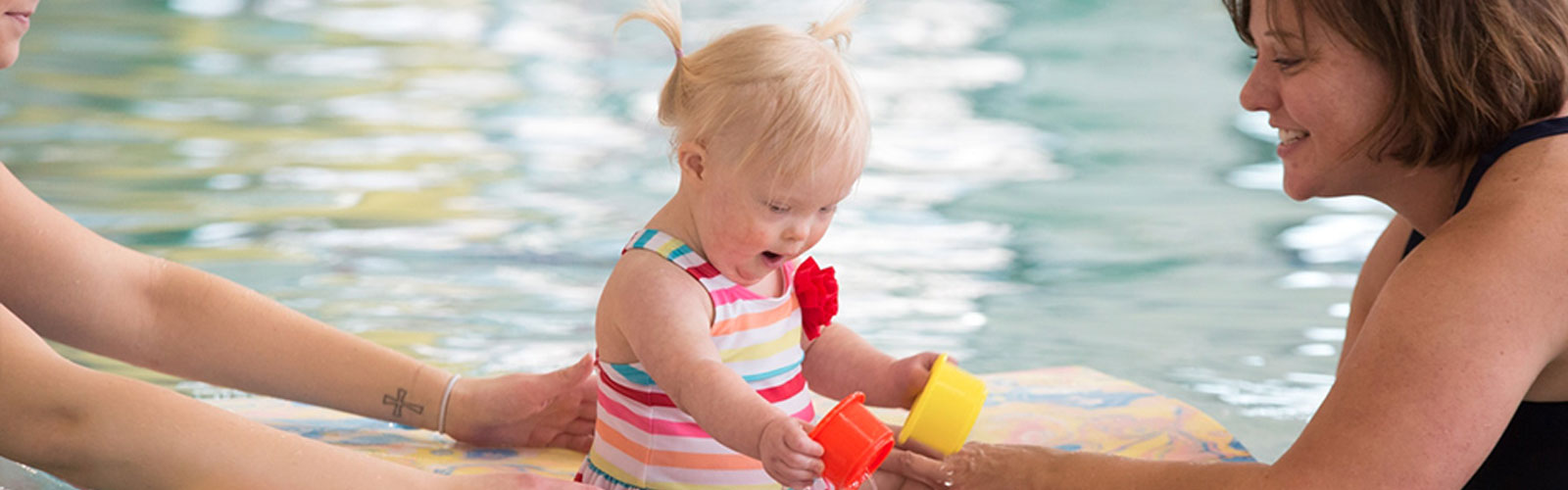 little girl playing in pool at creighton pediatric therapy